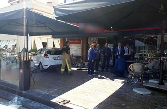 İstanbul Bakırköy'de otomobil kafeye daldı