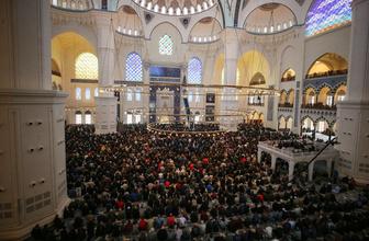 Büyük Çamlıca Camii Ramazan'ın ilk cumasında doldu taştı