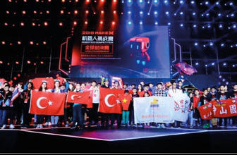 Milli Eğitim Bakanı Ziya Selçuk robotik yarışmada derece alan öğrencileri kutladı