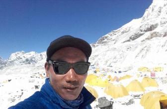 23'üncü kez Everest'e tırmandı