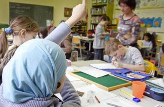 Almanya'da okulda başörtüsü yasaklanıyor mu? Avusturya yasaklamıştı