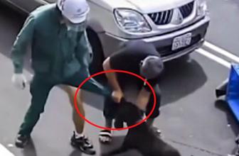 Vahşi pitbull motosikletli postacıya saldırdı