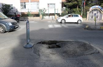 İstanbul Üsküdar'da yol çöktü
