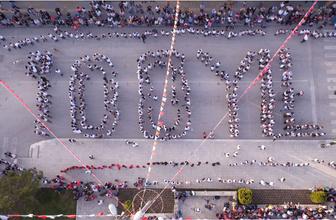 """700 kişilik ekip """"100. Yıl"""" koreografisi ile atabarı oynadı"""