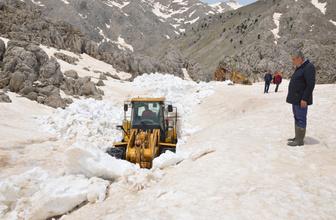 Antalya'da karla mücadele devam ediyor