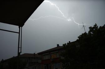 İstanbullular dikkat! Sağanak gök gürültüsü ve şimşek fırtınası