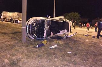 Gezmek için otomobil kiralayan üniversitelilerden feci kaza
