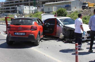 İstanbul Ümraniye'de polisten kaçan şüpheliler kaza yaptı