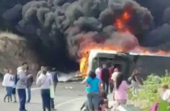 Yolcu otobüsü ile TIR çarpıştı: 21 ölü 30 yaralı