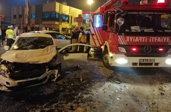 Kartal'da iki otomobil kafa kafaya çarpıştılar: 8 yaralı