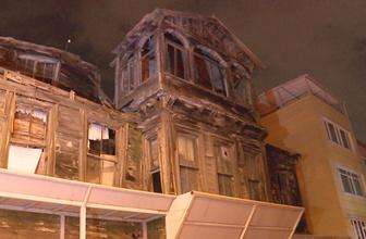 Beşiktaş'ta çökme tehlikesi bulunan metruk bina nedeniyle cadde kapatıldı