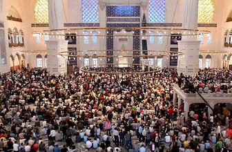 Büyük Çamlıca Camii'nde ilk bayram namazını Ali Erbaş kıldırdı