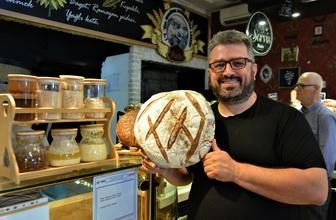 Bu fırındaki ekmekler asırlık mayalarla yapılıyor
