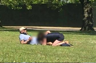 Londra'da parkın ortasında etraftaki insanları umursamayan çift, ilişkiye girdi!