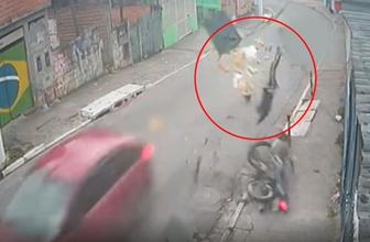 Mucizeye tanıklık! Motosiklet sürücüsü işte bu kazadan yara almadan kurtuldu