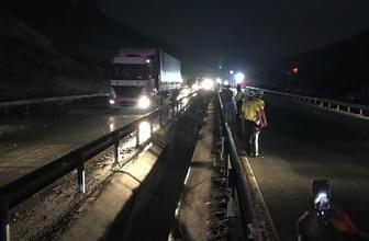 Manisa-İzmir yolu heyelan nedeniyle trafiğe kapandı