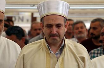 Seyhan Müftüsü Hasan Hüseyin Güller ağlayarak kızının cenaze namazını kıldırdı