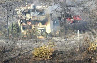 İzmir  Balçova'da korkutan yangın kontrol altında