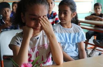 Yalova'da kazada ölen Aysel öğretmenin sınıfında buruk karne töreni