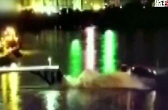 Çin'de köprü çöktü araçlar nehre böyle düştü