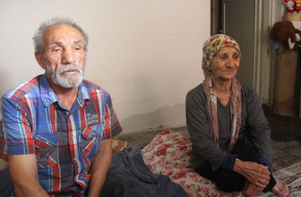 Oğlu tarafından sokağa atılan yaşlı çifte devlet sahip çıktı