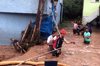 Zonguldak'ta dere taştı; evlerde mahsur kalanlar kurtarıldı, çalışmalar devam ediyor