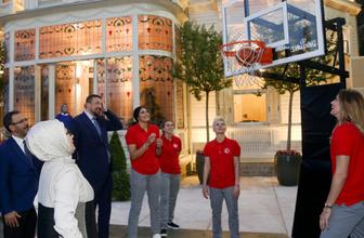Emine Erdoğan basketi attı hediyeyi kaptı