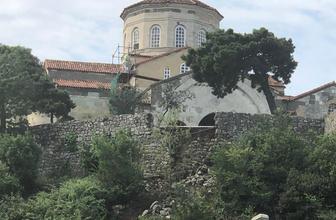 Ayasofya Camisi'nin duvarı aşırı yağmura dayanamadı