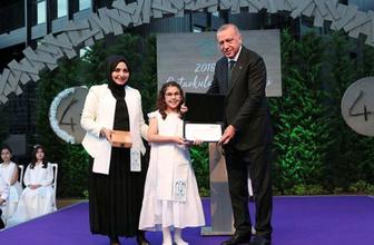 Cumhurbaşkanı Erdoğan'dan torununun mezuniyet töreninde renkli görüntüler