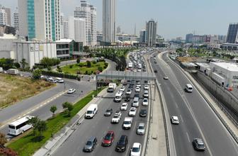 Tatilcilerin dönüşü başladı! İstanbul'da trafik durma noktasına geldi