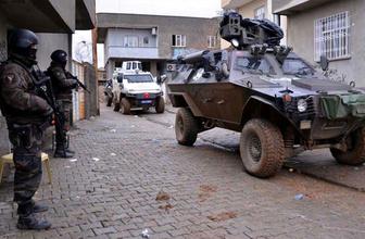 Diyarbakır'da özel harekat polislerinin aracı devrildi! 6 polis yaralı