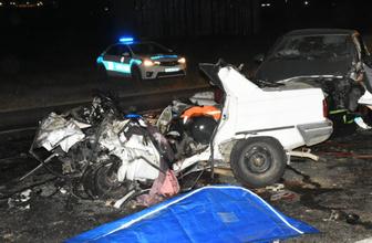 İzmir'de feci kaza 3 kişi öldü 1 kişi yaralandı