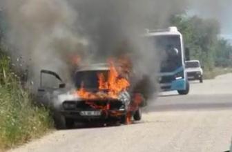 Manisa'da seyir halindeki otomobil alev alev yandı