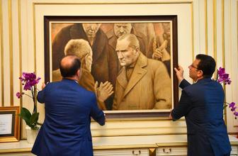 Atatürk tablosuyla geldi İmamoğlu'nun İBB devir teslim törenine bakın