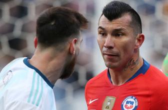 Beşiktaşlı Gary Medel'den Messi'ye kafa!