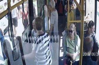 Otobüsten indiği sırada bebeğini düşürdü! O anlar kamerada