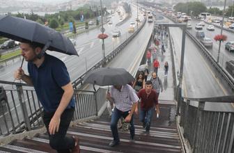 İstanbullular güne yağışla başladı