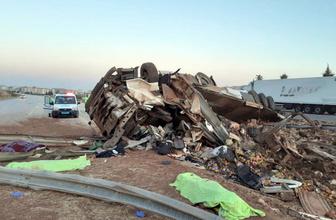 Gaziantep'te sebze yüklü TIR otobanı savaş alanına çevirdi 3 ölü