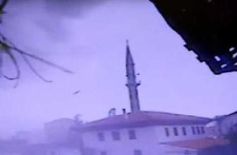 Çorum'da fırtına tarihi caminin minaresini bir anda yıktı