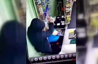 Rusya'da bir şahıs veresiye vermeyen kasiyer kadını boğazından bıçakladı