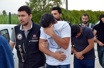 Adana merkezli 8 ilde gözaltına alınan polisler adliyeye sevk edildi