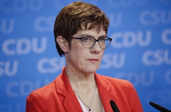 Almanya'da yeni Savunma Bakanı mazbatasını aldı
