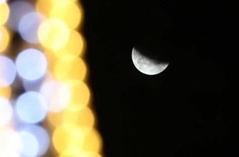 """İstanbul'da """"Parçalı Ay Tutulması"""" kartpostallık manzara oluşturdu"""