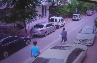 Esenyurt'ta kapkaç kamerada! Sokakta yürüyen kadının telefonunu böyle çaldı