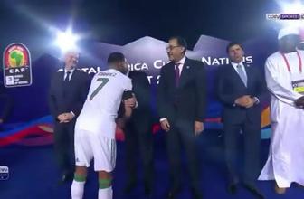 Yıldız futbolcu Mahrez, Mısır Başbakanı'nı görmezden geldi