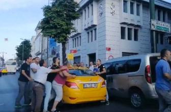 İstanbul'da taksici dehşeti! Yolcusuna bıçakla saldırdı zor ayırdılar