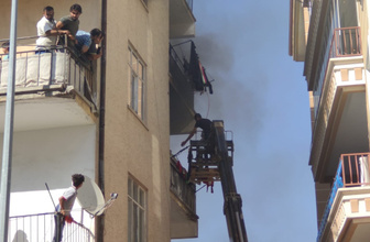Ankara'da iş makinesiyle 60 kişi kurtarıldı
