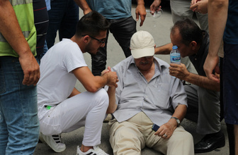 Yaşlı adama çarptı, kartvizitini görgü tanıklarına bırakıp gitti