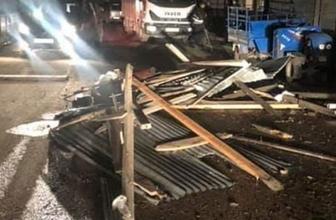 Ordu'da şiddetli rüzgar 17 evin çatısını uçurdu