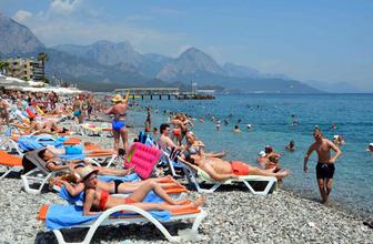 Uzmanlardan tatilcilere güneşlenme uyarısı! İnme ile karşı karşıya kalabilirsiniz